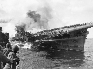 Attack_on_carrier_USS_Franklin_19_March_1945